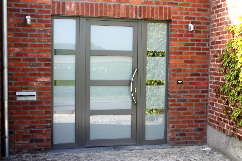Porte PVC à trois traverses