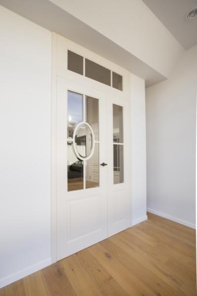 Porte classique, verres biseautés, ovale au milieu