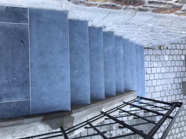 Escalier en pierre bleue