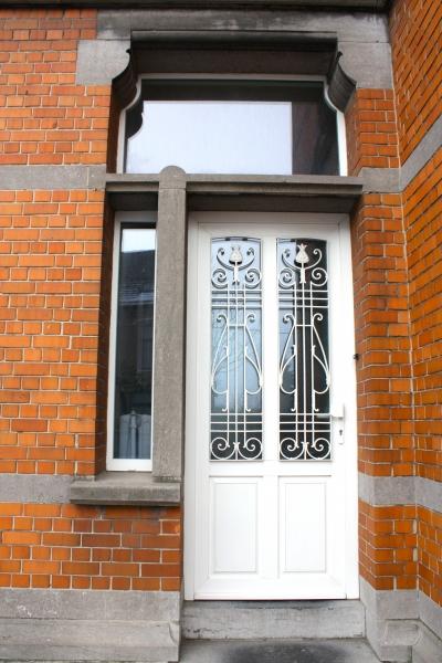 Porte en PVC avec fer forgé